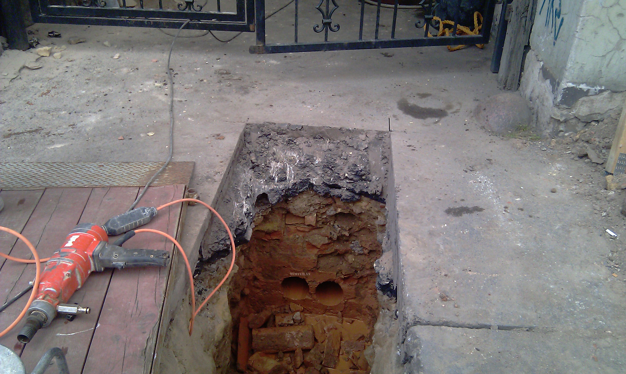 Urbti caurumi caurulēm