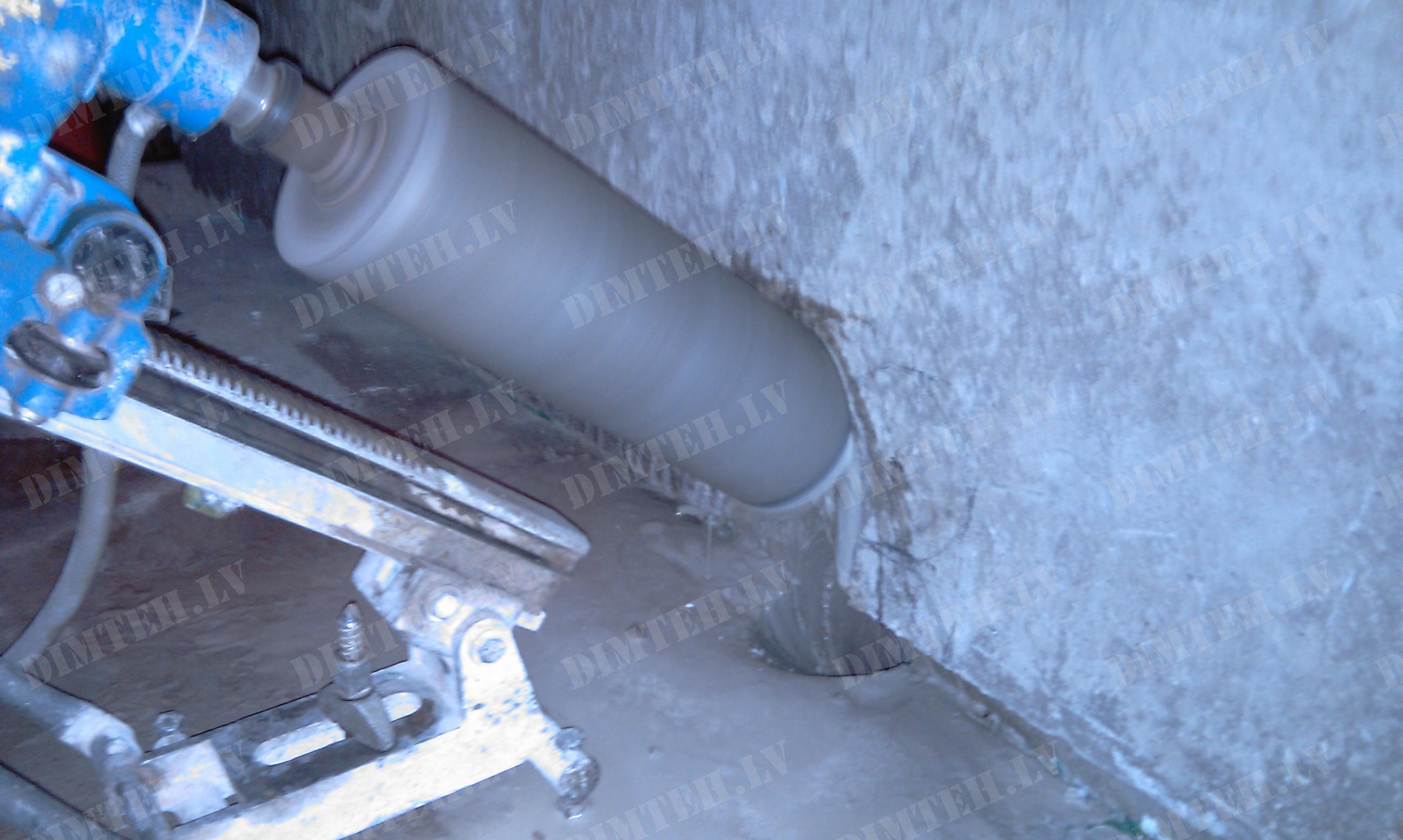 Caurumu urbšana kanalizacijai slīpi
